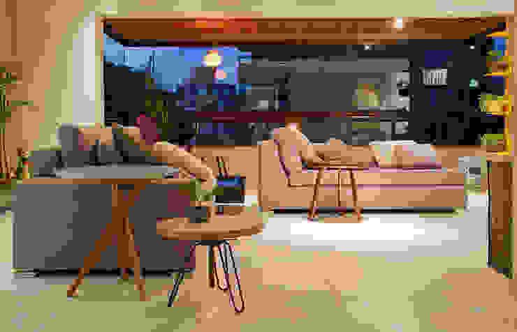 RESIDÊNCIA SERRANOS Salas de estar modernas por Isabela Bethônico Arquitetura Moderno