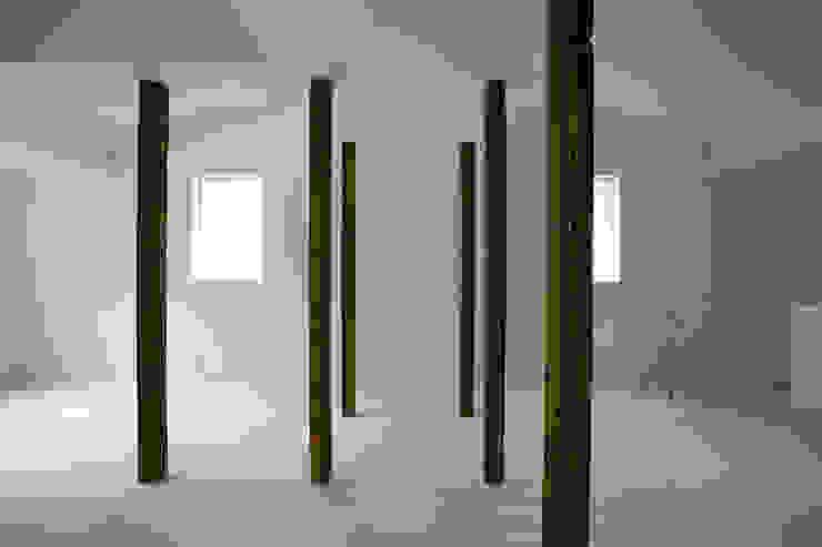 wooden forest apartement: 池田雪絵大野俊治 一級建築士事務所が手掛けたリビングです。,オリジナル
