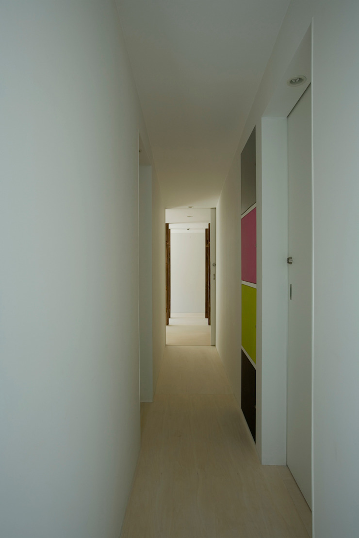 Eclectic style corridor, hallway & stairs by 池田雪絵大野俊治 一級建築士事務所 Eclectic
