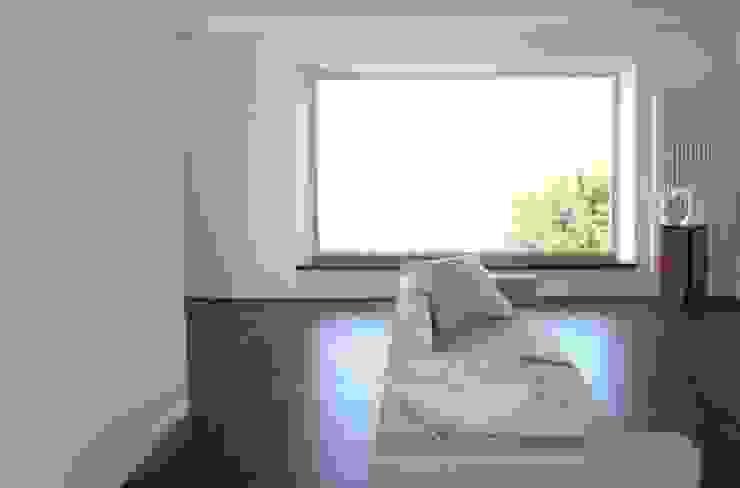 Soggiorno Finestre & Porte in stile minimalista di Studio di architettura arch. Alberto Catraro Minimalista