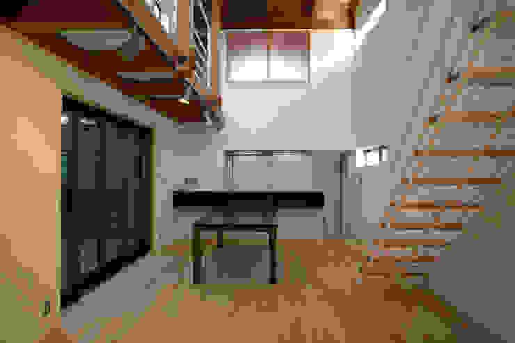 ダイニング モダンデザインの リビング の 白根博紀建築設計事務所 モダン