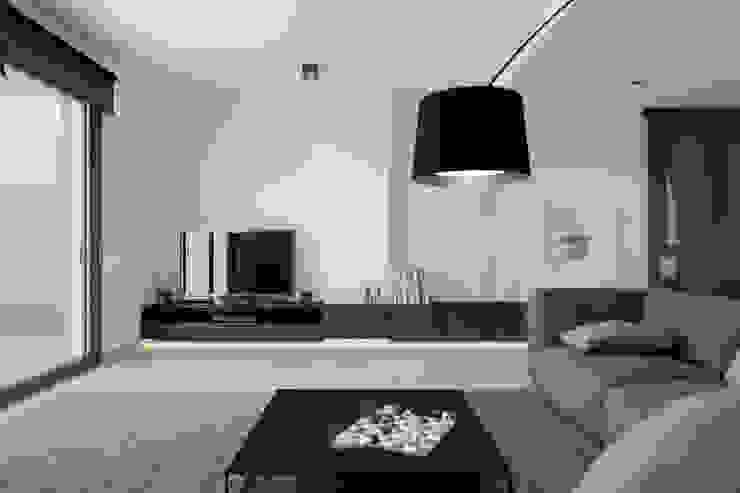 ÀTIC J.E. Salones de estilo minimalista de IDEOGRAMA ESTUDI DE DISSENY Minimalista
