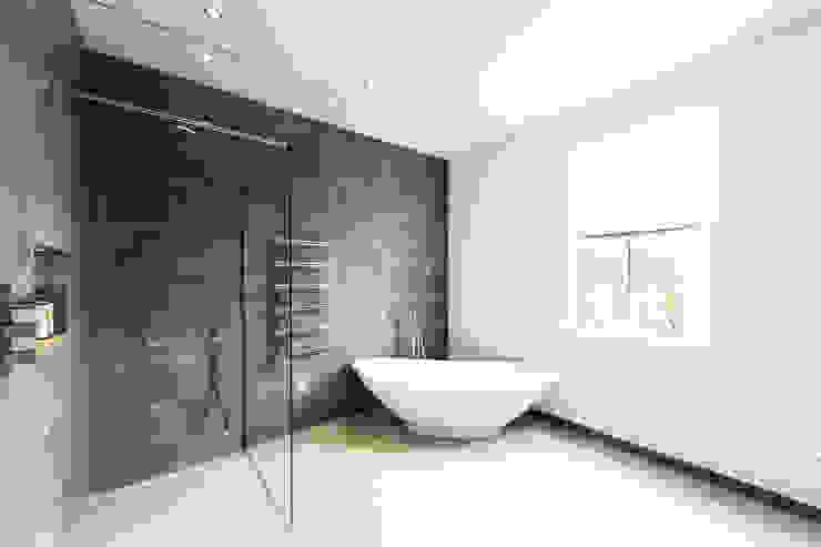 Contemporary new bathroom Modern bathroom by Affleck Property Services Modern
