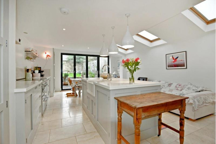 Extension Classic style kitchen by Prestige Build & Management Limited. Classic