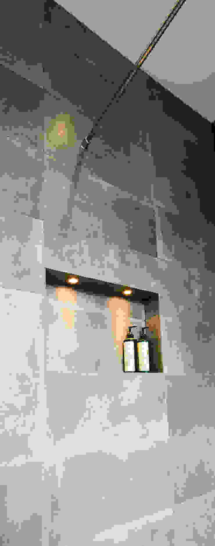 Wet room shelving Modern walls & floors by Affleck Property Services Modern