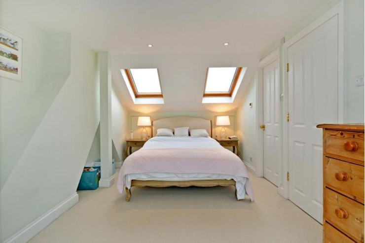Loft conversion Classic style bedroom by Prestige Build & Management Limited. Classic