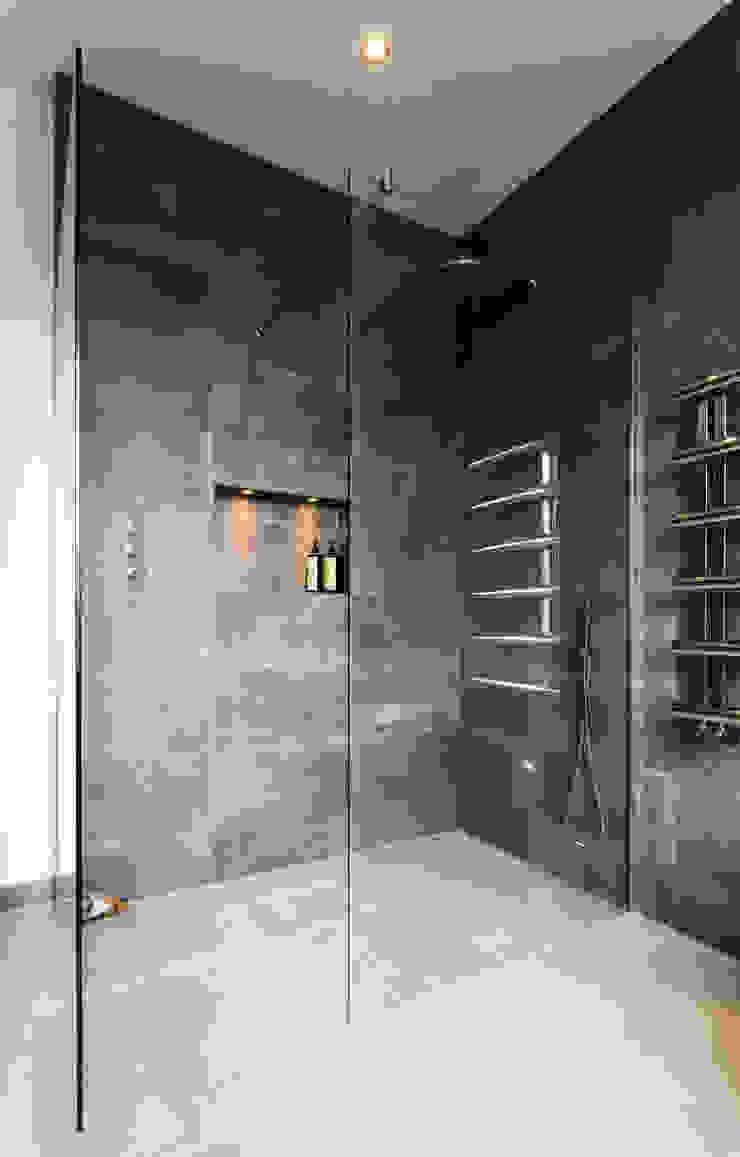 London wet room Modern bathroom by Affleck Property Services Modern
