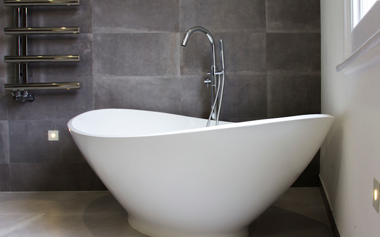 Free standing bath Modern bathroom by Affleck Property Services Modern