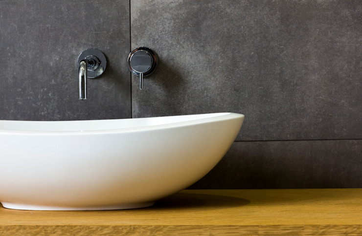 Modern Bathroom Design and Installation: Clapham, London Modern bathroom by Affleck Property Services Modern