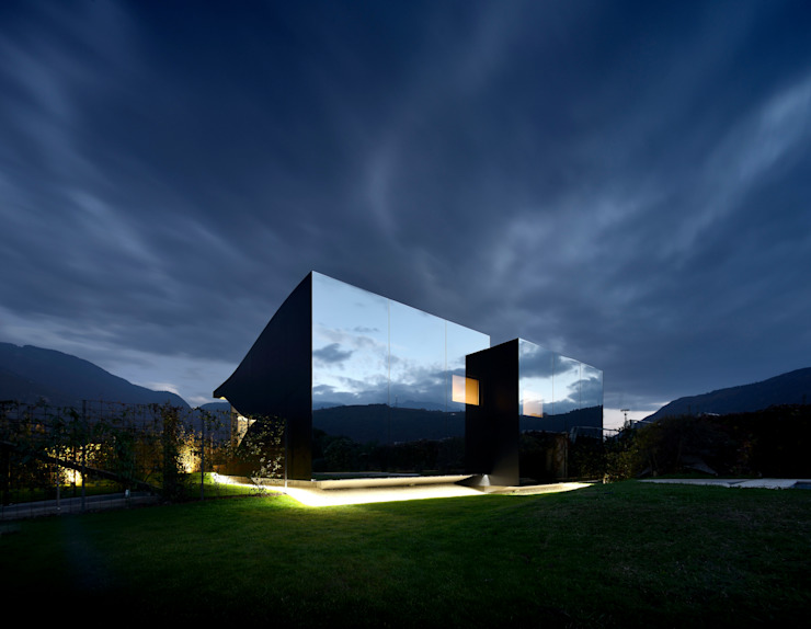 Mirror Houses Case in stile minimalista di Peter Pichler Architecture Minimalista