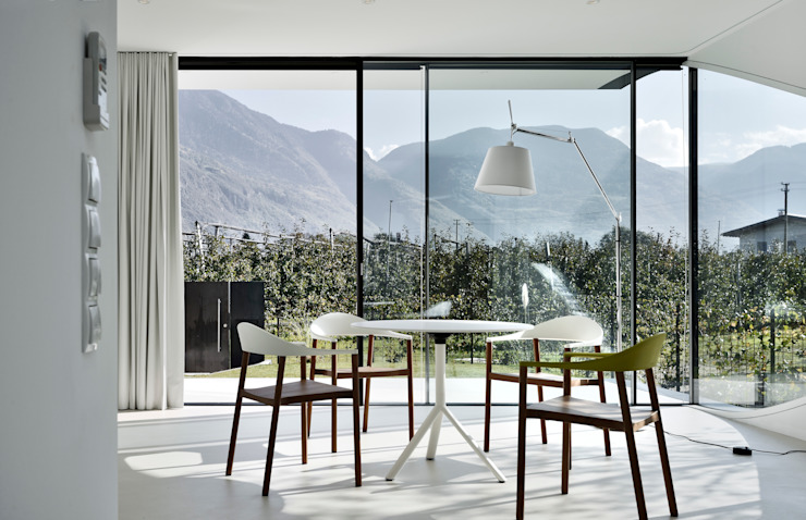 Mirror Houses Minimalist dining room by Peter Pichler Architecture Minimalist