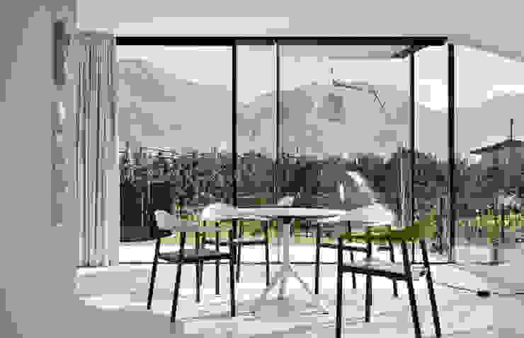 Mirror Houses Salle à manger minimaliste par Peter Pichler Architecture Minimaliste