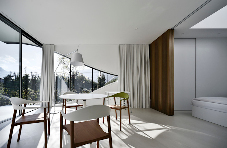 Dining room by Peter Pichler Architecture, Minimalist