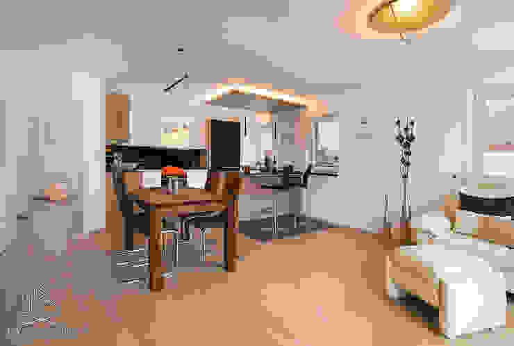 Ruang Keluarga Modern Oleh Langmayer Immobilien & Home Staging Modern