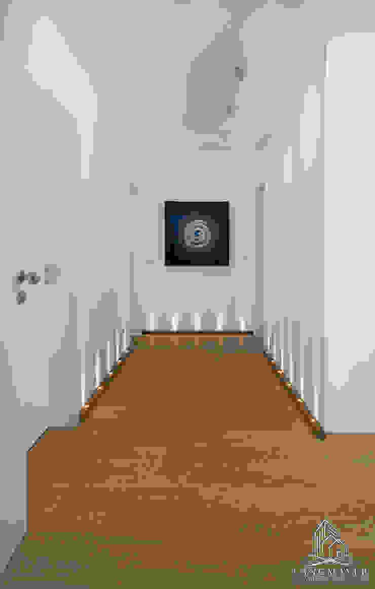 Flur Moderner Flur, Diele & Treppenhaus von Langmayer Immobilien & Home Staging Modern