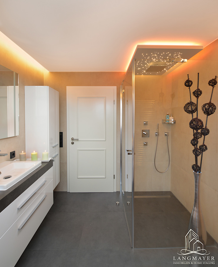 Badezimmer Moderne Badezimmer von Langmayer Immobilien & Home Staging Modern
