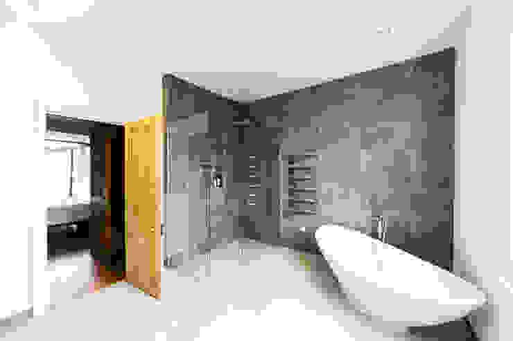 New bathroom design and installation Modern bathroom by Affleck Property Services Modern