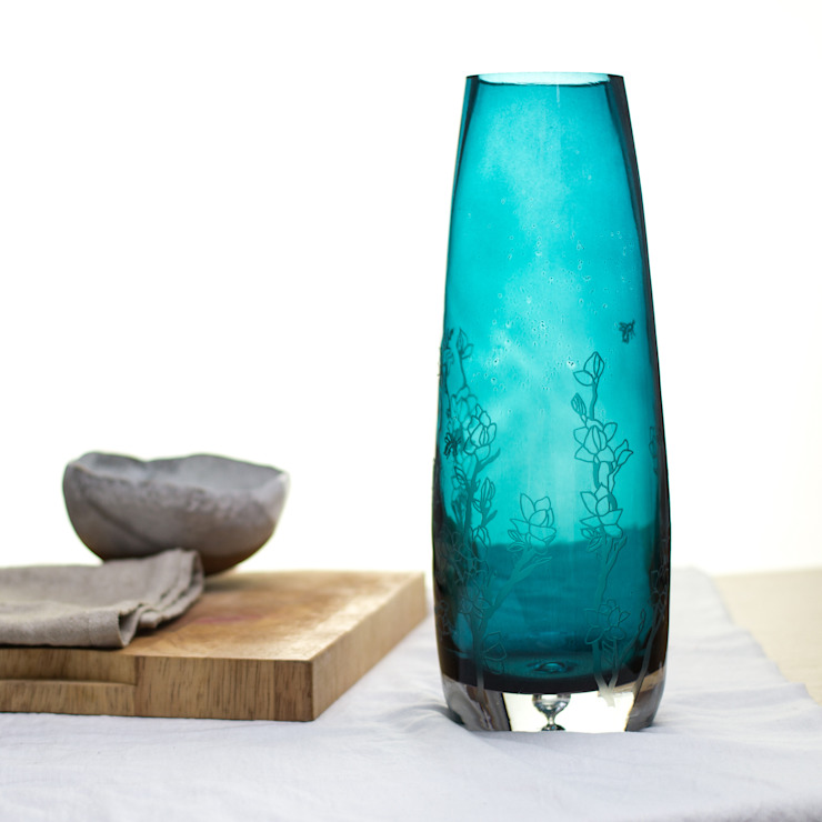 Clemetis Vase: eclectic  by Sara Newman Design, Eclectic