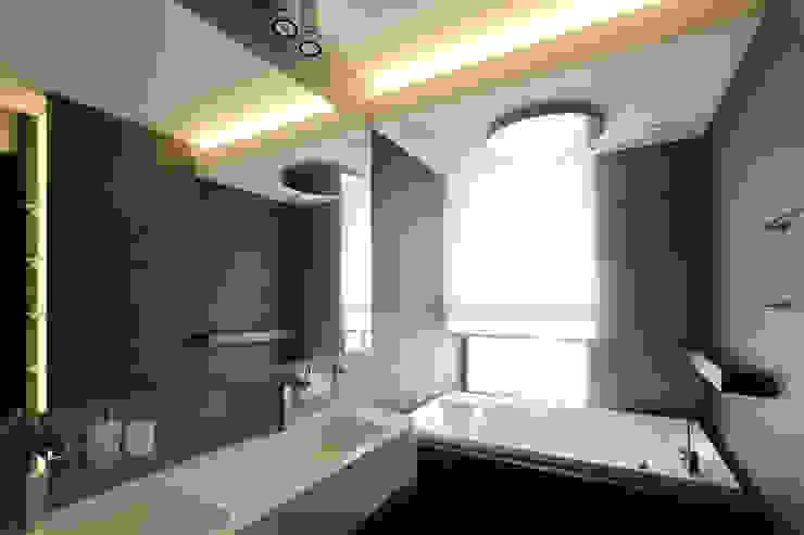 квартира на Станиславского Disobject architects Ванная комната в стиле модерн