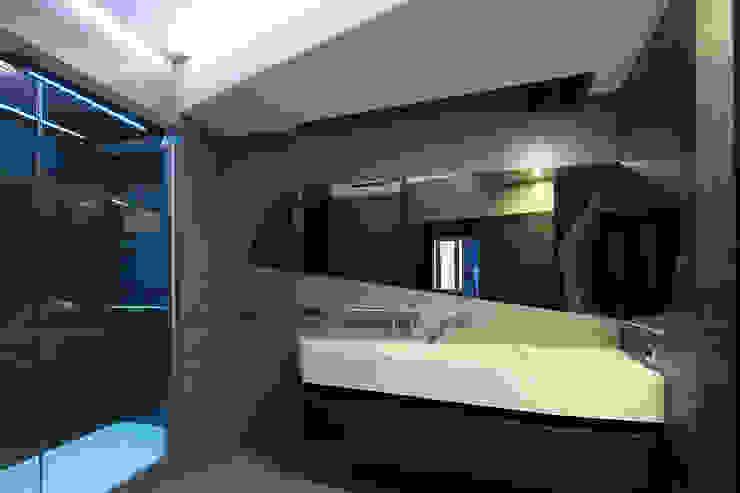 квартира на Масловке Ванная комната в стиле модерн от Disobject architects Модерн