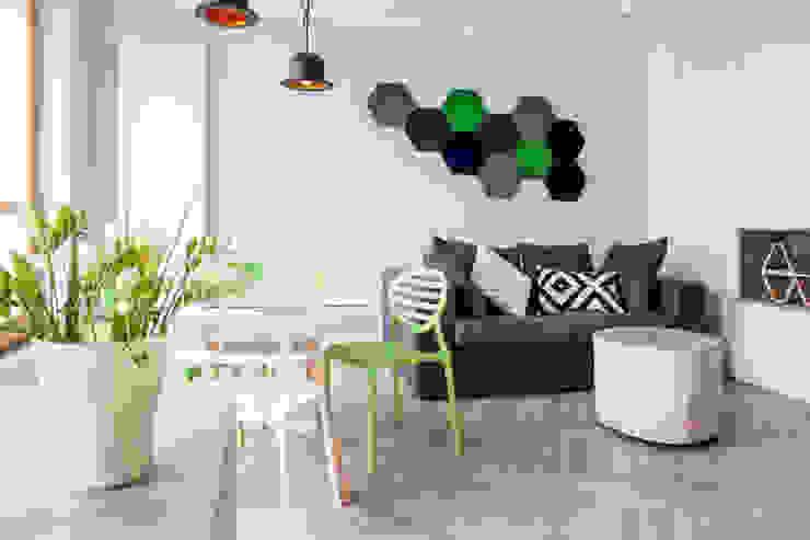 Mieszkanie ze skandynawskim zacięciem Skandynawski salon od Kameleon - Kreatywne Studio Projektowania Wnętrz Skandynawski