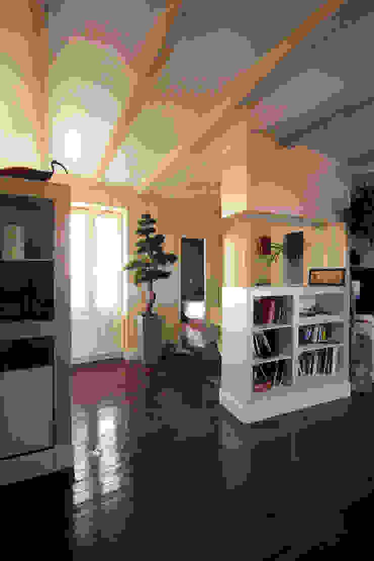 """depuis """"l'espace jour"""" vers """"l'espace nuit"""" Couloir, entrée, escaliers originaux par Atelier S Éclectique"""