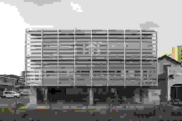 外観1 の 白根博紀建築設計事務所 モダン