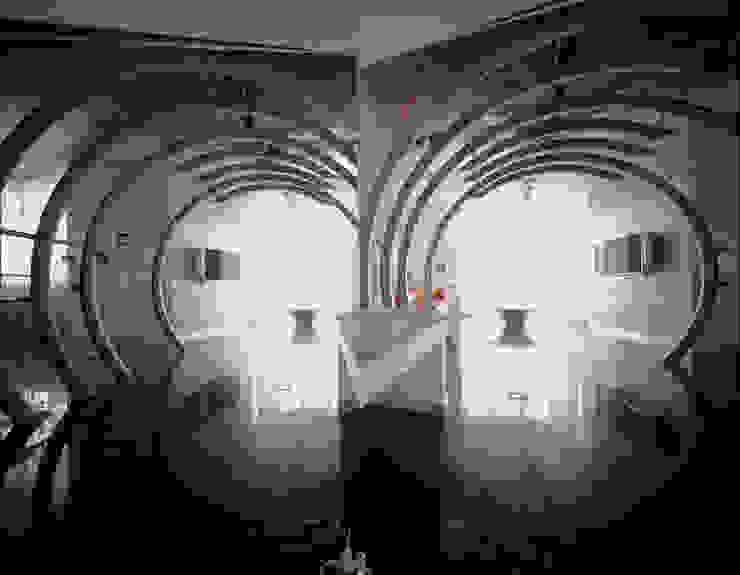 квартира на Авиационной Коридор, прихожая и лестница в модерн стиле от Disobject architects Модерн