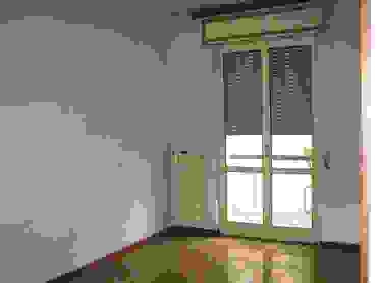 Ristrutturazione appartamento a Bergamo Camera da letto in stile classico di ARKHISTUDIO Classico