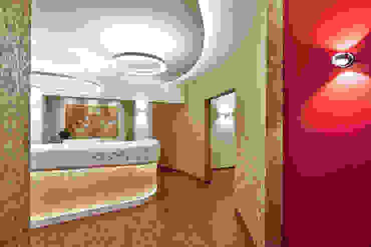 Cliniche in stile eclettico di 4plus5 Eclettico