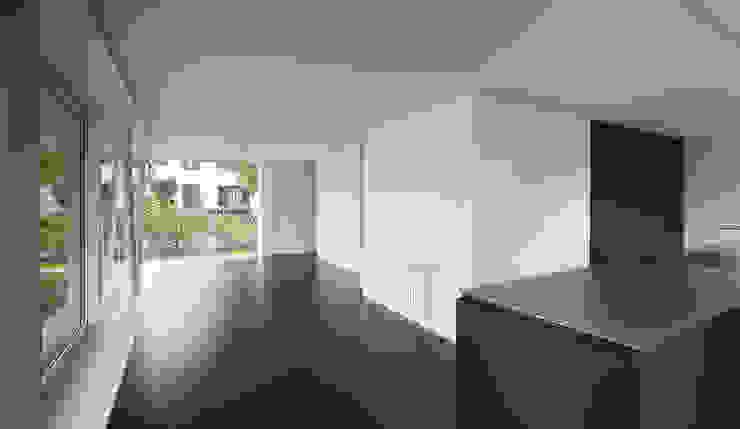 Коридор, прихожая и лестница в модерн стиле от raeto studer architekten Модерн