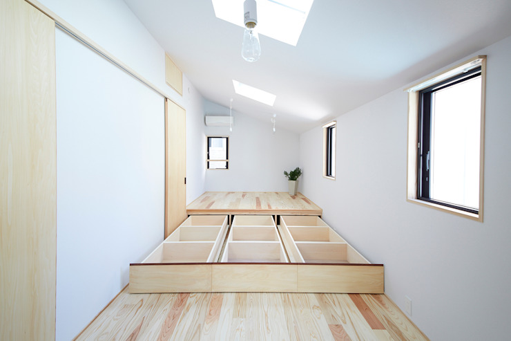 Chambre moderne par 一級建築士事務所co-designstudio Moderne