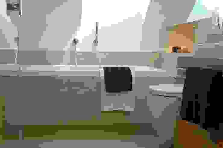 Moderne badkamers van formativ. indywidualne projekty wnętrz Modern