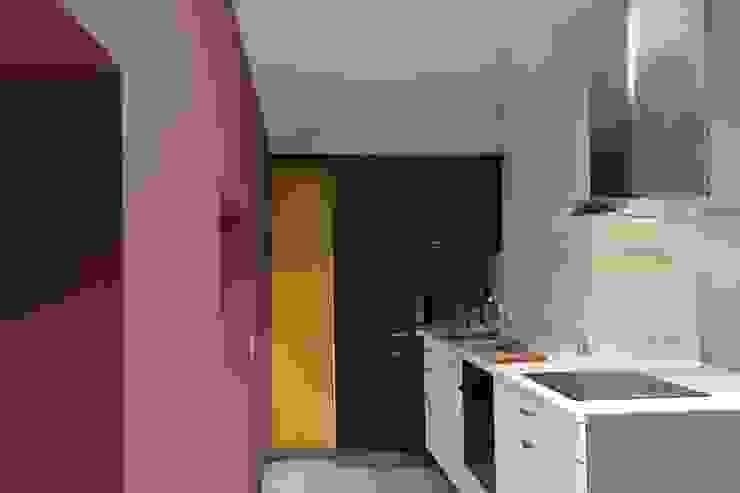 Amenagement d'un appartement sous les toits Cuisine moderne par YF Aaidg (atelier D'architecture Interieur Et De Design Global Moderne