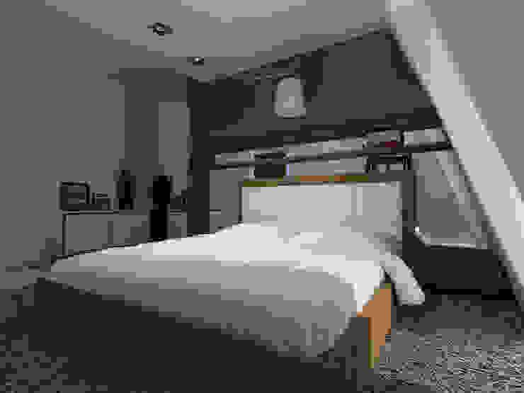 Projekt wnętrza na poddaszu - Połczyn Zdrój Nowoczesna sypialnia od Kameleon - Kreatywne Studio Projektowania Wnętrz Nowoczesny