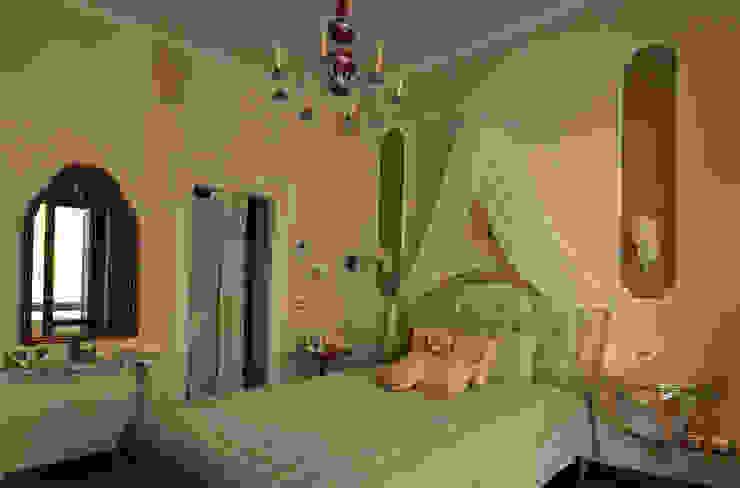 la camera matrimoniale Camera da letto eclettica di arch. Paolo Pambianchi Eclettico