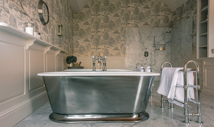 Country Estate, Dorset: country  by Drummonds Bathrooms, Country