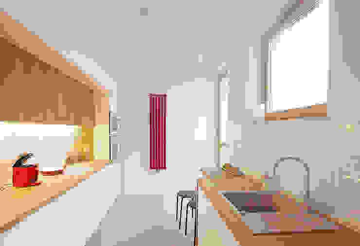 Nowoczesna kuchnia z drewnem (inspiracja rustykalna): styl , w kategorii Kuchnia zaprojektowany przez Kameleon - Kreatywne Studio Projektowania Wnętrz,Nowoczesny