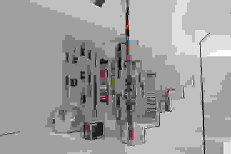 Couloir et hall d'entrée de style  par Serenella Pari design, Minimaliste