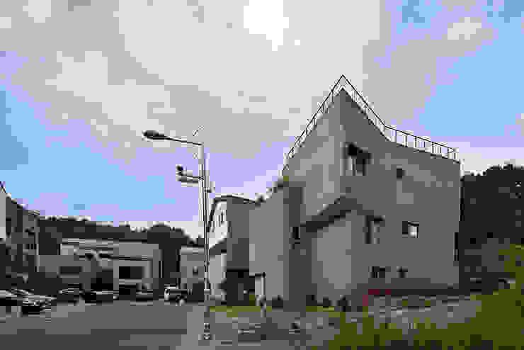 Village view: D-Werker Architects의 현대 ,모던