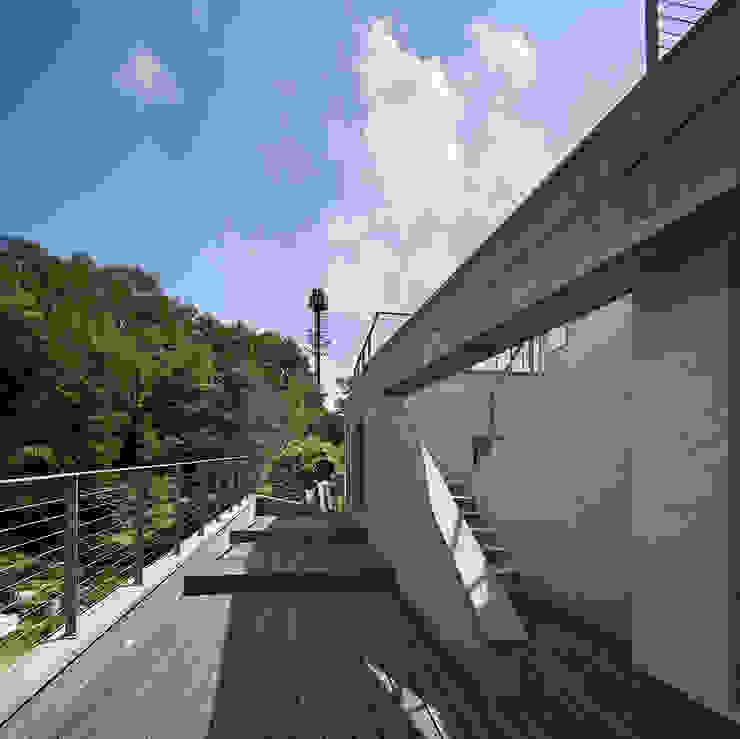 Roof : D-Werker Architects의 현대 ,모던