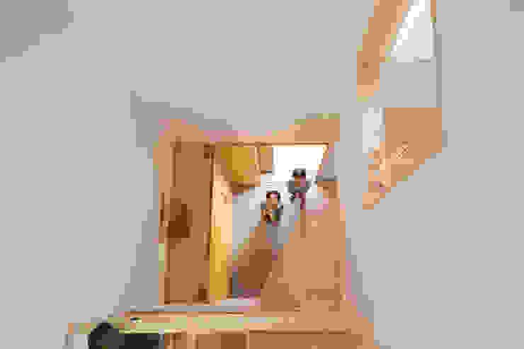 一級建築士事務所co-designstudio Modern corridor, hallway & stairs
