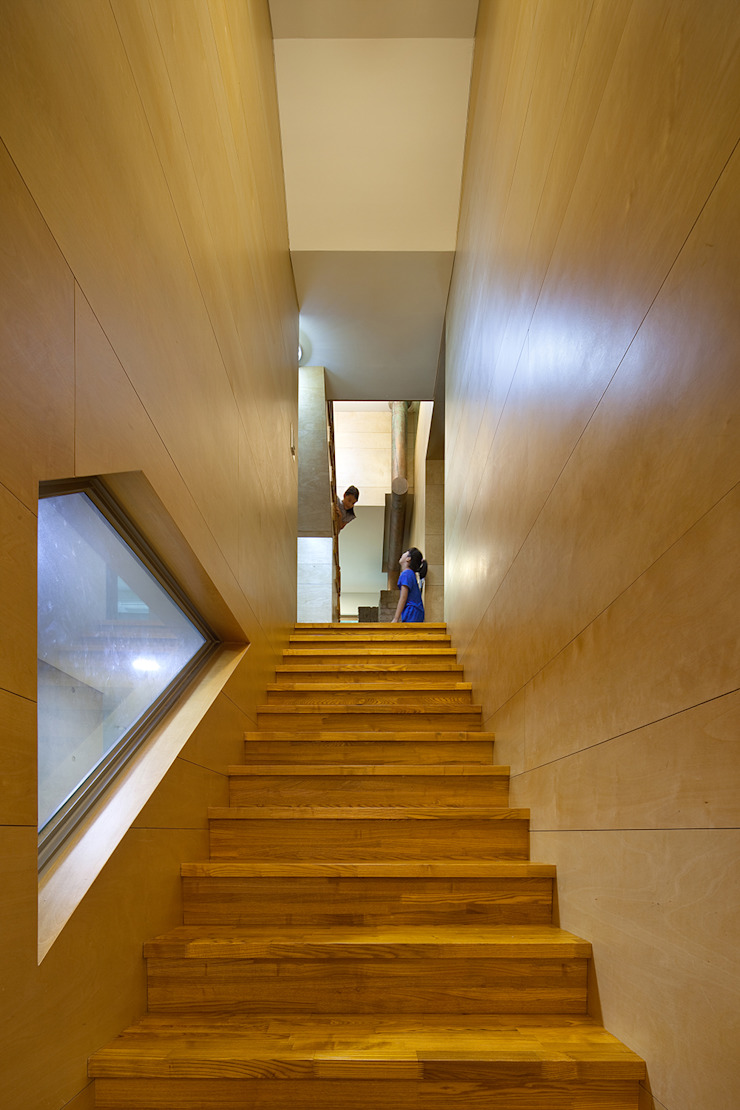 Stair_interior: D-Werker Architects의 현대 ,모던