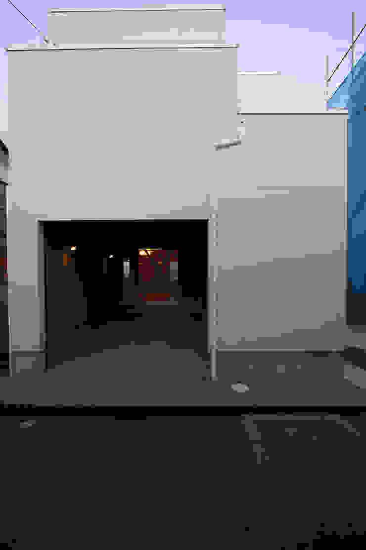 ガレージハウス 株式会社ハウジングアーキテクト建築設計事務所 オリジナルデザインの ガレージ・物置