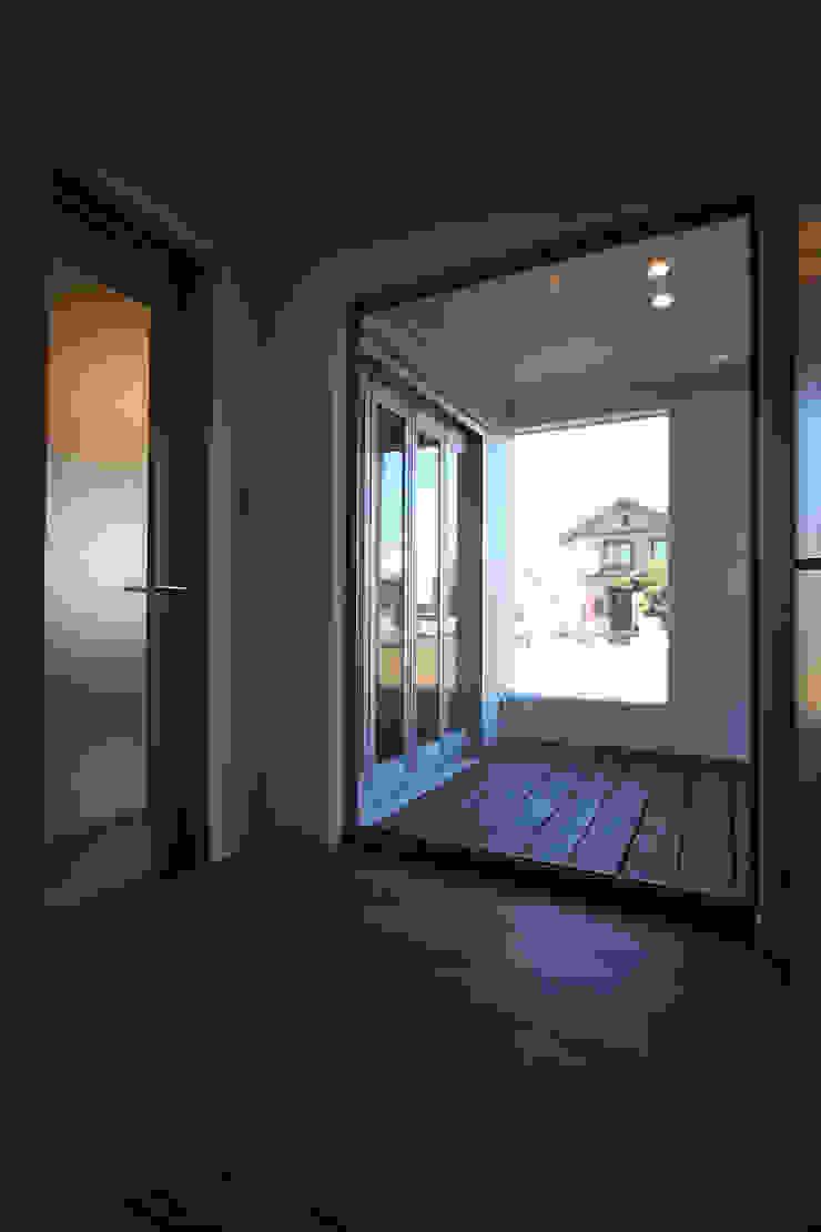 ガレージハウス 株式会社ハウジングアーキテクト建築設計事務所 オリジナルな 庭