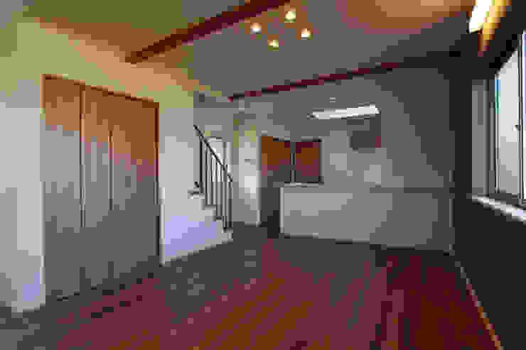 ガレージハウス 株式会社ハウジングアーキテクト建築設計事務所 オリジナルデザインの リビング