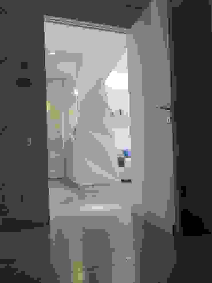 antonio giordano architetto Moderner Flur, Diele & Treppenhaus