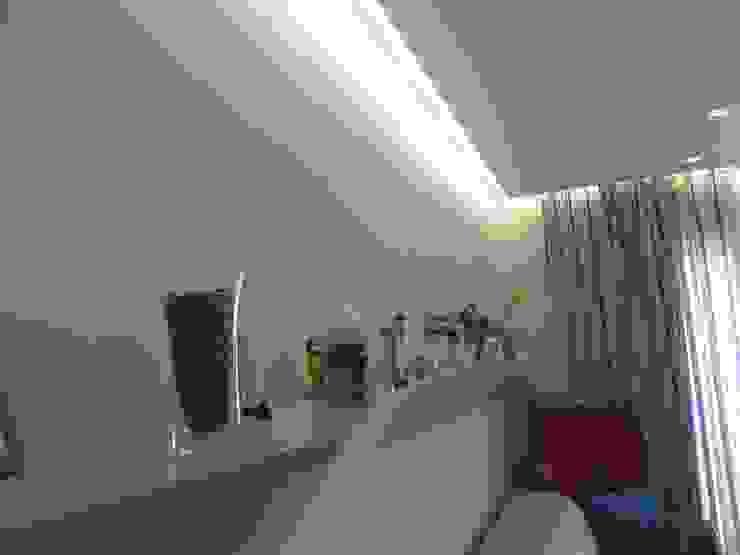 antonio giordano architetto Living roomShelves