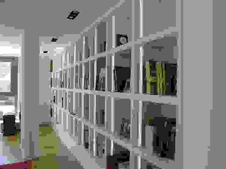 Librería moderna Salones de estilo moderno de MUEBLES DE LA GRANJA Moderno