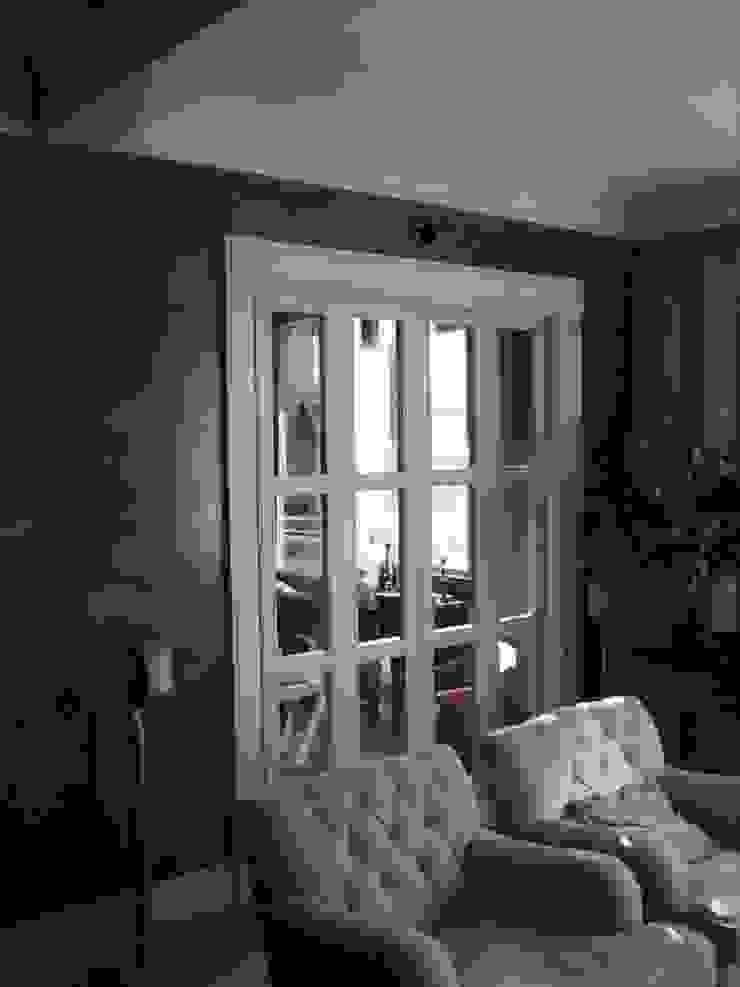 Puerta corredera. Puertas y ventanas de estilo clásico de MUEBLES DE LA GRANJA Clásico